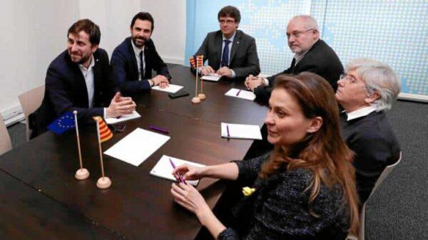 Toni Comin, Roger Torrent, Carles Puigdemont, Lluis Puig, Clara Ponsatí, y Meritxell Serret reunidos en Bruselas