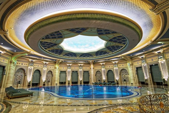 Piscina del hotel Ritz de Arabia Saudí reconvertido en cárcel de lujo