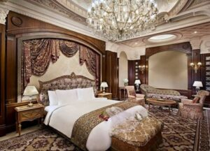 Una de las habitaciones del hotel Ritz reconvertido en cárcel de lujo