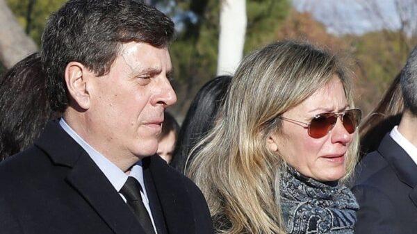 Juan Carlos Quer y Diana López-Pinel, padres de Diana Quer, en el entierro de su hija