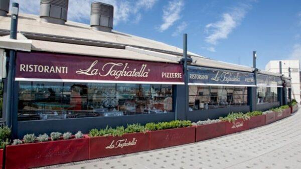 Vista exterior del restaurante La Tagliatella, del centro comercial de Las Arenas en la Gran Vía de les Corts Catalanes de Barcelona