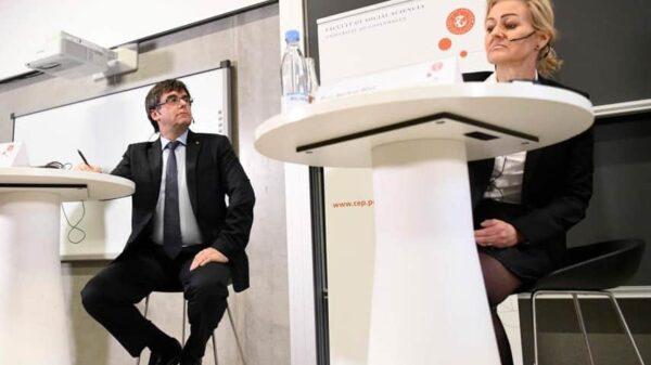 Carles Puigdemont y Marlene Wind durante la conferencia en la Universidad de Copenhague