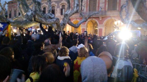 Concentración en las puertas del Parlamento catalán