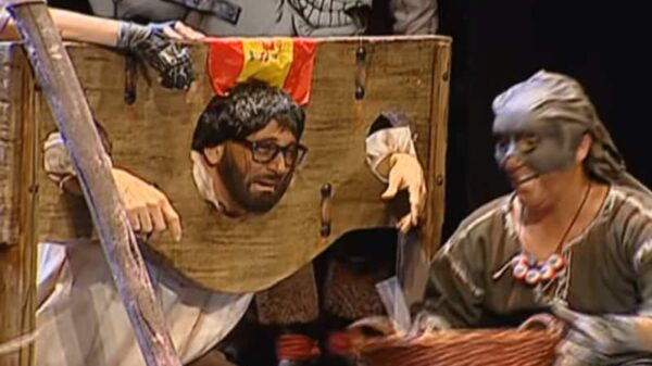 Puigdemont, en la guillotina durante la actuación de La Familia Verdugo