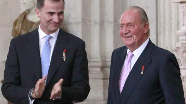 El Rey Juan Carlos con su hijo, el Rey Felipe