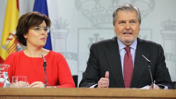 Soraya Sáenz de Santamaría e Íñigo Méndez de Vigo en rueda de prensa