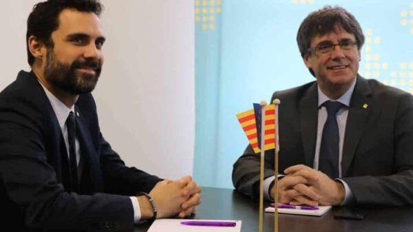 Roger Tiorrent y Carles Puigdemont al inicio de su reunión