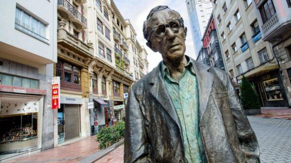 La estatua de Woody Allen en Oviedo