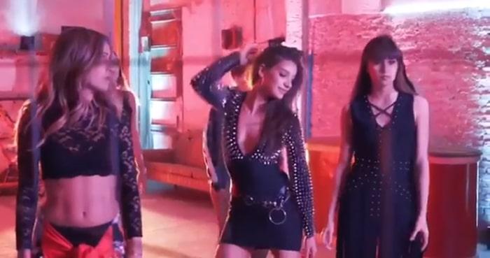 Aitana y Ana Guerra en el vídeo de 'Lo malo'