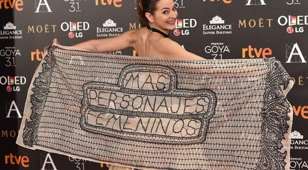 La actriz Cuca Escribano con un chal reivindicativo
