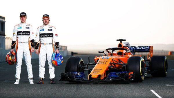 El nuevo McLaren y sus dos pilotos para la temporada 2018: Stoffel Vandoorne y Fernando Alonso