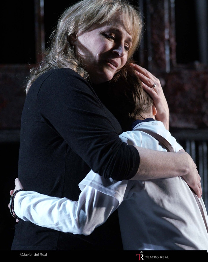 La soprano Patricia Racette ('Anna Maurrant') y Matteo Artuñedo ('Willie Maurrant')