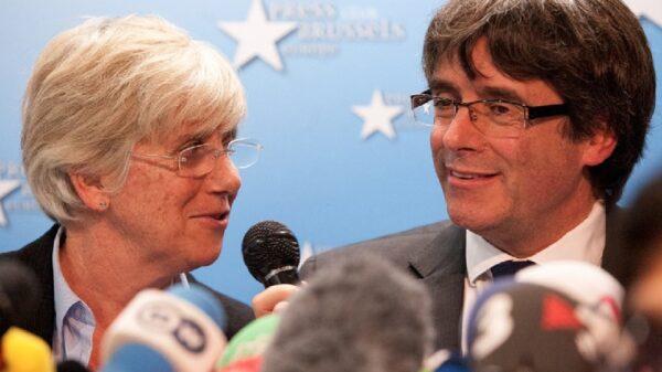 Clara Ponsatí y Carles Puidemont en Bruselas