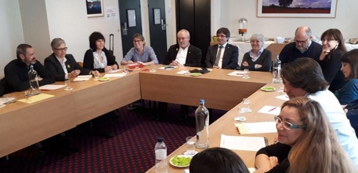Puigdemont en su reunión con miembros de JxCat