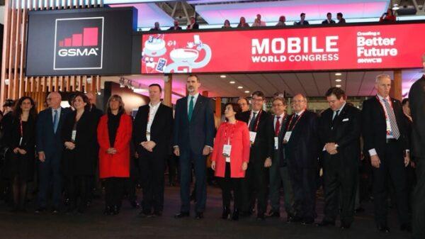 El Rey junto a Saénz de Santamaría y Colau en el Mobile World Congress