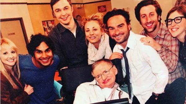 Los actores de 'The Big Bang Theory' con Stephen Hawking