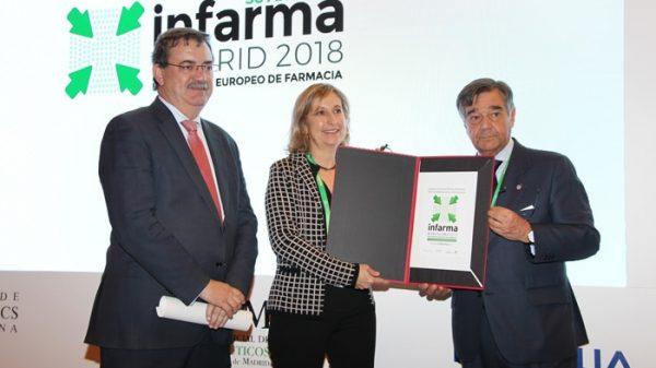 De izquierda a derecha: Manuel Molina, viceconsejero de Sanidad de la Comunidad de Madrid; Núria Bosch, vicepresidenta del Colegio de Farmacéuticos de Barcelona; y Luis González, presidente del COFM