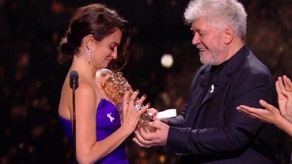 Penélope Cruz recoge el premio César de Honor