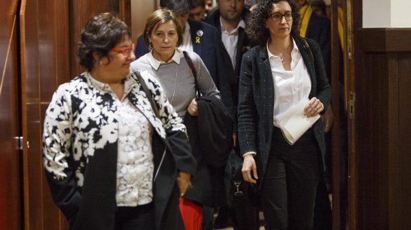 Dolors Bassa, Carme Forcadell y Marta Rovira abandonando el pleno del Parlament