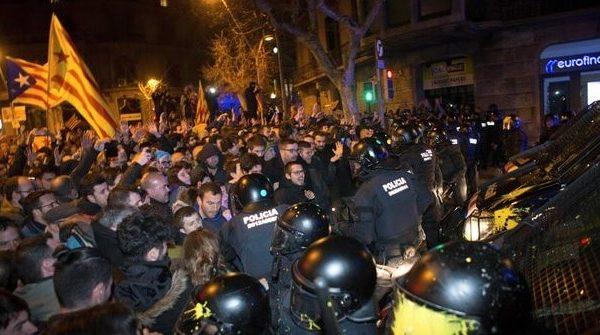 Enfrentamientos entre los manifestantes y la Policía