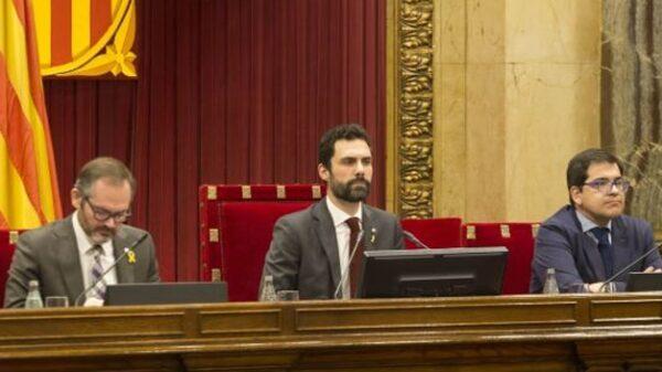 Roger Torrent en el Parlamento catalán