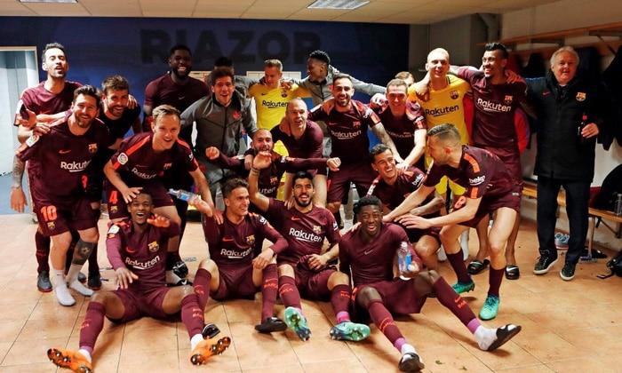 La plantilla del Barcelona tras ganar la Liga