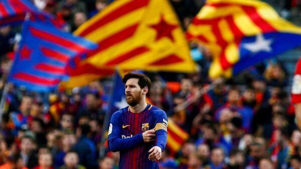 Esteladas en un partido del Barça en el Camp Nou