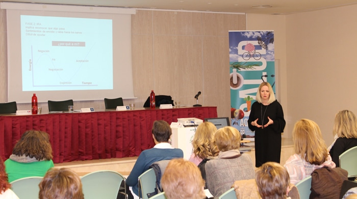 La Dra. María José Sánchez Artero impartiendo un taller