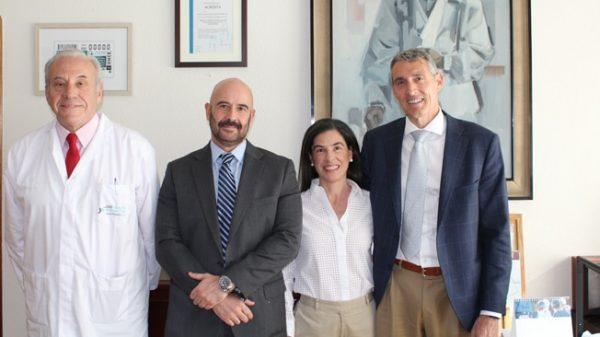 A la derecha, Álvaro de la Parra con el Dr. Javier Guerra, Jesús María Rodríguez y Eva Sáez