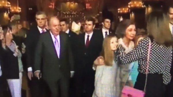 Momento del rifirrafe entre la Reina Letizia y la Reina Sofía