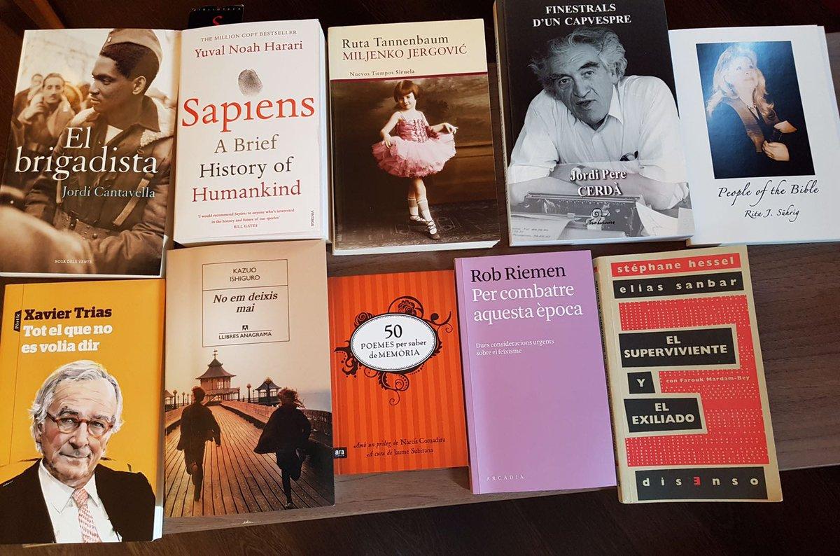 Foto publicada por Carles Puigdemont en Twitter con sus lecturas en la cárcel de Alemania