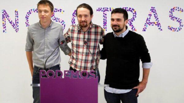 """Íñigo Errejón, Pablo Iglesias y Ramón Espinar con la palabra """"Nosotras"""" detrás"""
