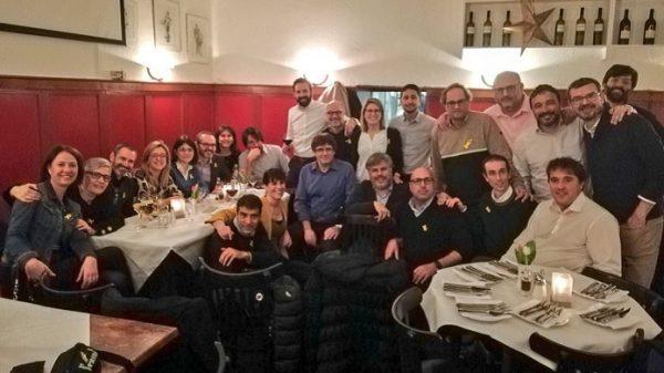 Puigdemont, de cena con miembros de Junts per Catalunya