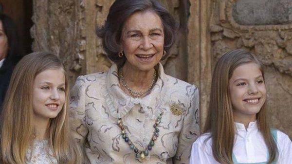 La Reina Sofía con sus nietas Leonor y Sofía