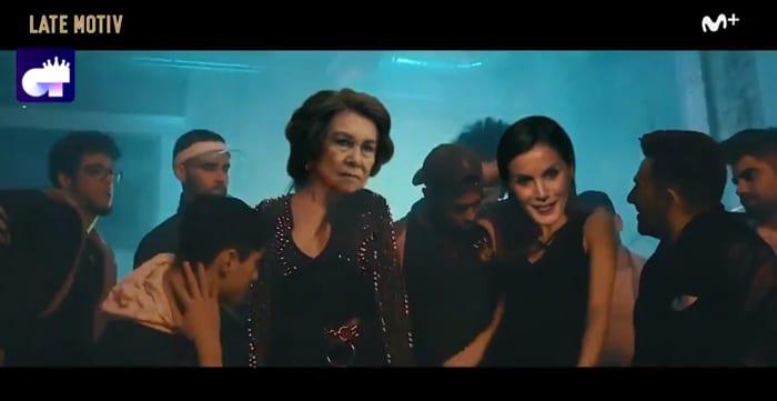 Parodia de 'Lo Malo' con las reinas Letizia y Sofía