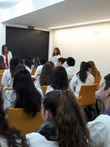 Alumnos conociendo el funcionamiento del hospital