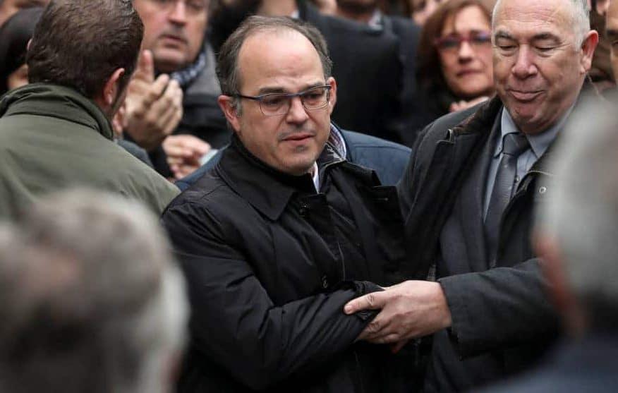 Jordi Turull despidiéndose de sus allegados el día que entró en prisión
