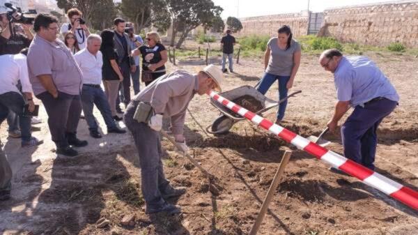 Exhumación de bebés en Cádiz