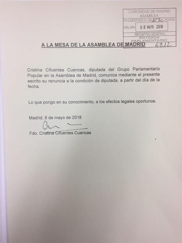 El escrito de renuncia de Cifuentes a su acta de diputada