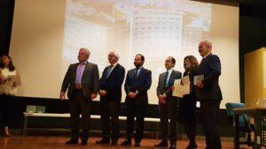 Los representantes de la Jiménez Díaz recogen la distinción