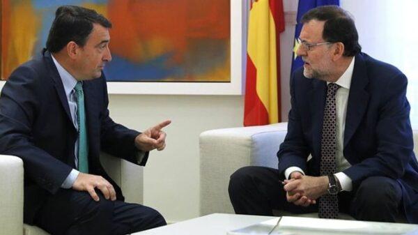 Aitor Esteban, de PNV, y Mariano Rajoy