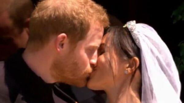El beso del príncipe Harry y Meghan Markle