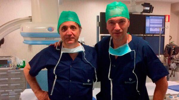 Los doctores Aurelio Vega y José Carlos Méndez del Hospital La Luz