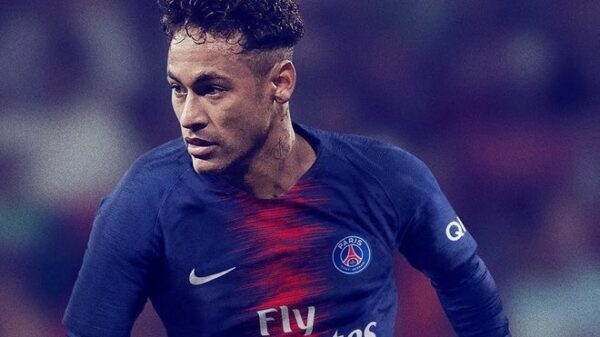 Neymar con la nueva camiseta del PSG