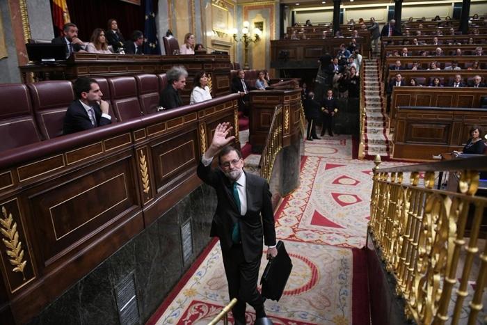 Rajoy saliendo del Congreso