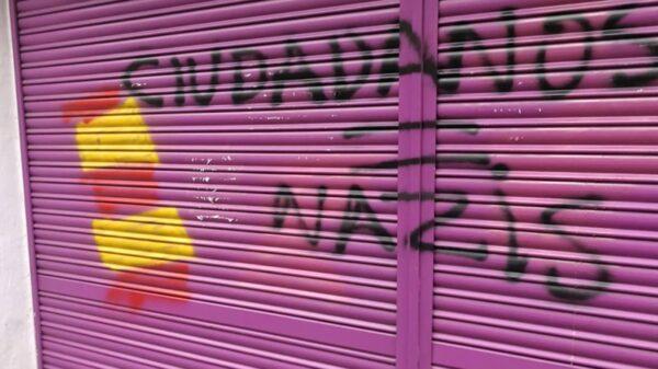 Imagen del cierre principal de la tienda de la madre de Albert Rivera