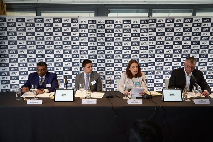 Mohan Rajaratnam (CEO, RetroMinds Network Malasya), Óscar Mayo (Director de Desarrollo Internacional), Marian Otamendi (Directora World Football Summit) y Michael Robinson (periodista y presentador).