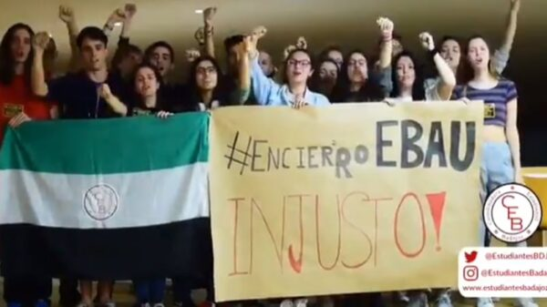 Estudiantes extremeños protestando en el campus de Badajoz por la repetición de la EBAU