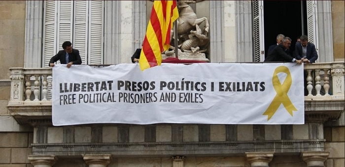 La pancarta que han colgado en la Generalitat