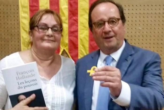 Françoise Hollande posa con el lazo amarillo y una bandera catalana